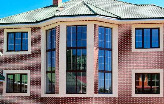 Высокие окна в дом